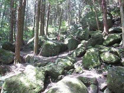 石老山の巨石群