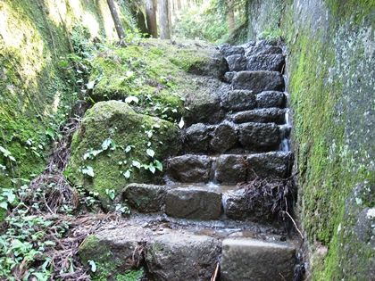 石老山途中の石段