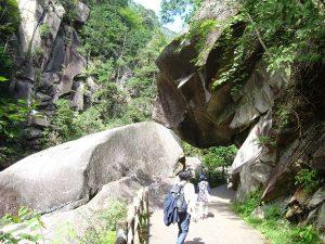昇仙峡・仙娥滝そばの石門