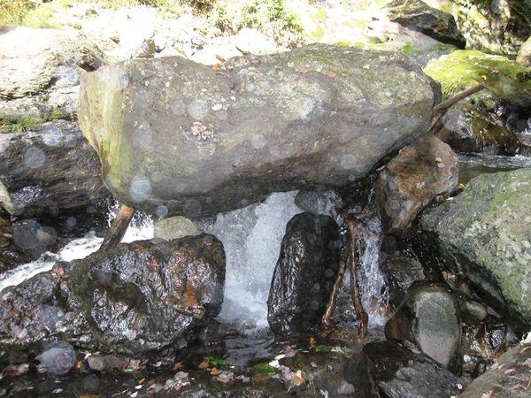 板敷渓谷の大滝の下