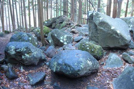 夕日の滝周辺の大きな石