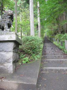 石割神社への長い階段