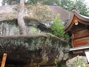大石神社の御神体,御影石