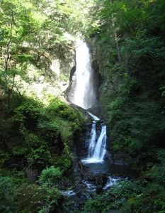 板敷渓谷の大滝