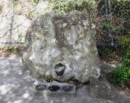 白髭神社の巨石